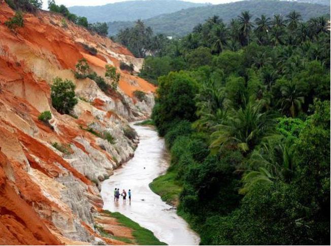 Suối Tiên Mũi Né ấn tượng bởi dòng nước mang sắc đỏ