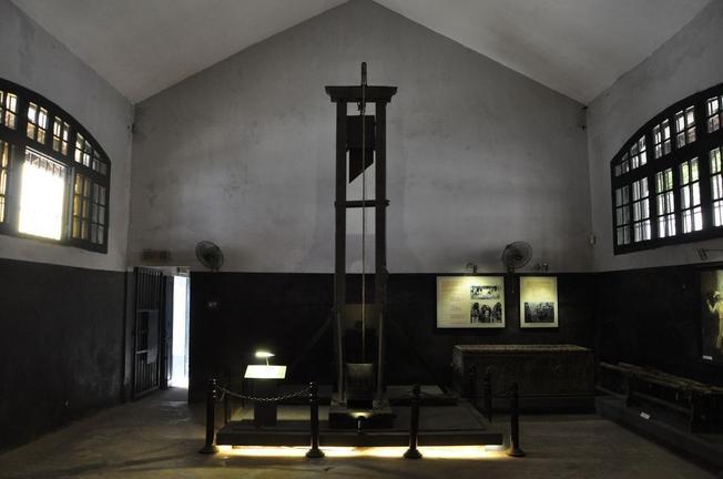 Chiếc máy chém thời trung cổ ở nhà tù Hoả Lò