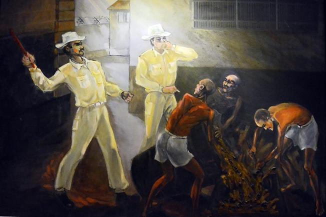 Bức tranh được treo ở di tích Nhà tù Hỏa Lò