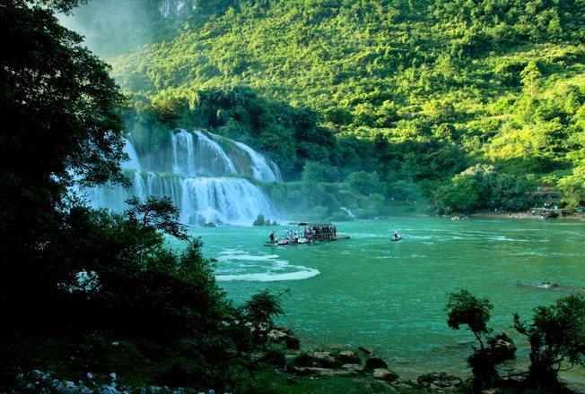Hồ Ba Bể âm vang huyền thoại