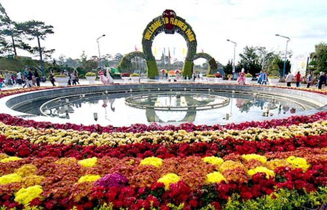 Trăm hoa khoe sắc tại vườn hoa Đà Lạt