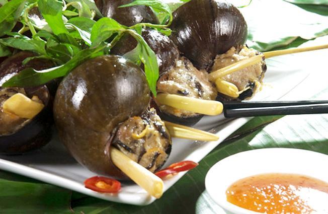 Món ốc bươu nhồi thịt thơm ngon đã níu chân bao thực khách