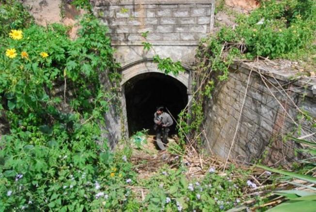 Tại những địa điểm đẹp ở Đà Lạt ít ai ngờ lại ẩn chứa một hệ thống đường hầm