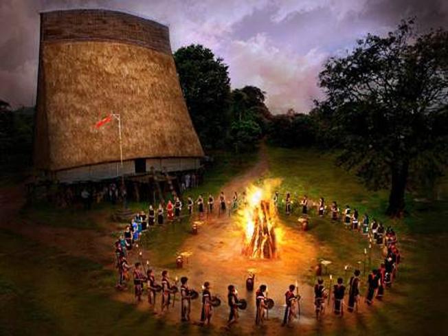 Đêm lửa trại âm vang tiếng cồng chiêng