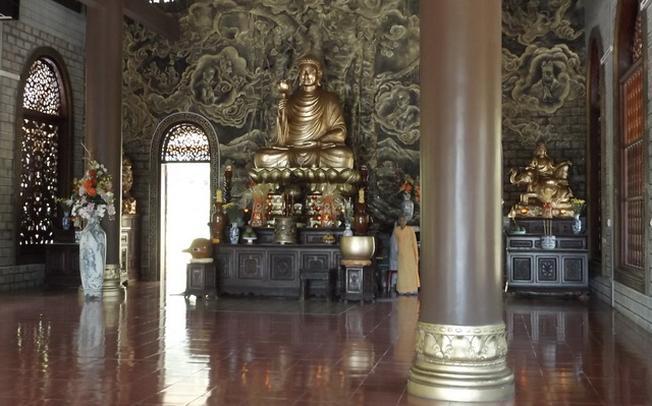 Khu chánh điện trang nghiêm của chùa