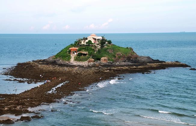 Vẻ đẹp của Đảo Hòn Bà giữa biển
