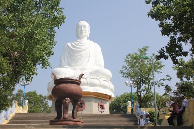 Tượng Thích Ca Phật Đài điểm đến nổi tiếng của Vũng Tàu