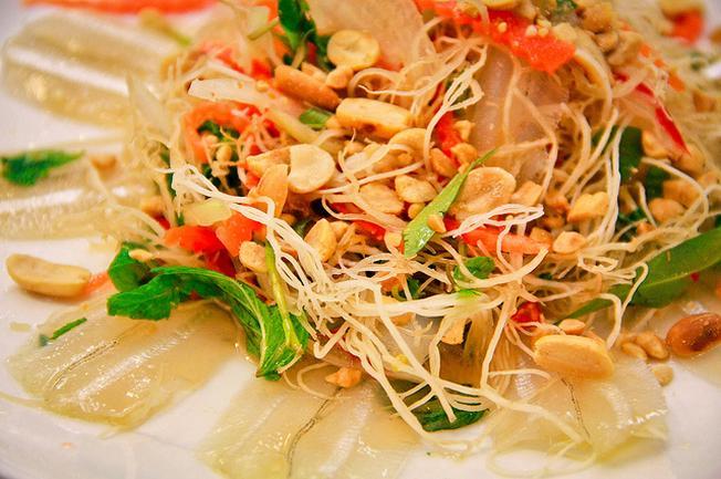 Hấp dẫn với món gỏi cá tươi ngon của Long Sơn