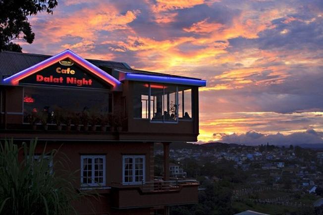 Ngắm nhìn thành phố Đà Lạt từ trên cao tại Dalat Night