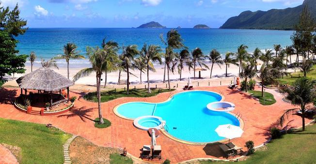 Hồ bơi tuyệt đẹp của ATC Côn Đảo