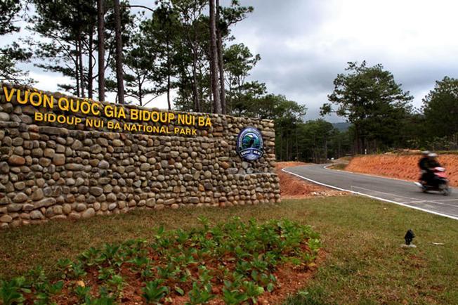 Cổng vườn quốc gia Bidoup Núi Bà