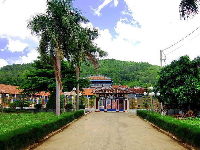 Nhà Lớn trên đảo Long Sơn (Ảnh sưu tầm)