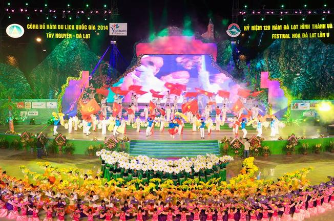 Sân khấu lễ khai mạc Lễ hội Festival hoa Đà Lạt 2014