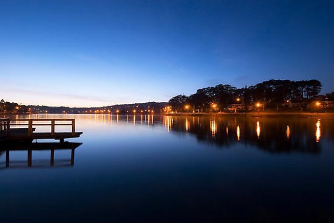 Hồ Xuân Hương - Cảnh đẹp ở Đà Lạt lung linh về đêm dưới ánh đèn
