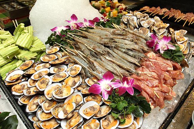 Các món nướng hải sản hấp dẫn tại tiệc Buffet của Palace Vũng Tàu
