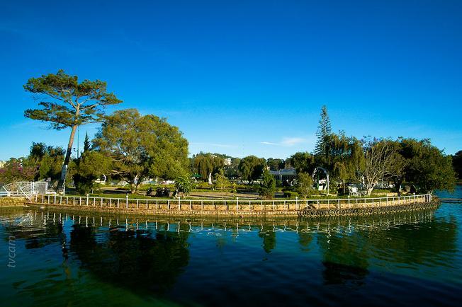 Hồ Xuân Hương mang vẻ đẹp lãng mạn mê đắm lòng người (ảnh sưu tầm)
