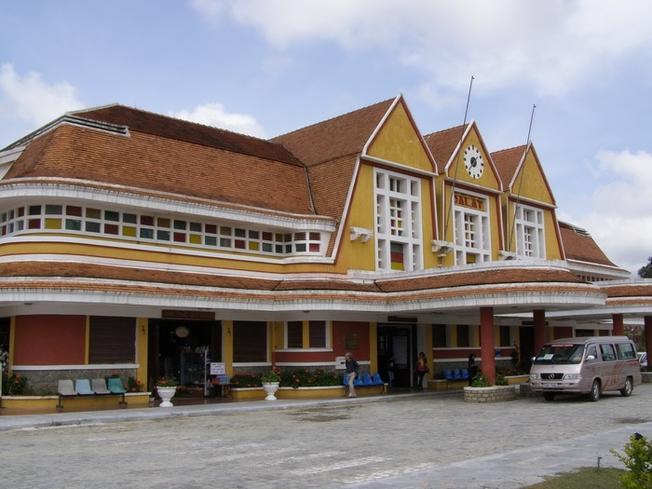 Cổng chính ga Đà Lạt