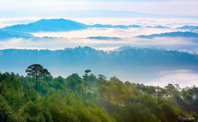 Mây giăng trên đỉnh Hòn Bồ
