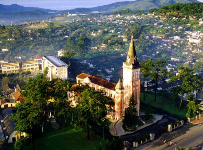 Nhà thờ giáo xứ Lang Biang