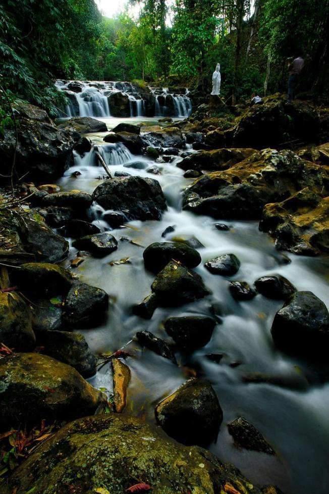 Khung cảnh thần tiên của dòng thác