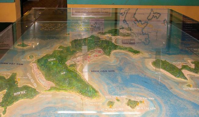 Sa bàn huyện Côn Đảo được trưng bày tại bảo tàng