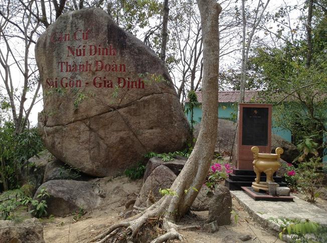 Di tích lịch sử kháng chiến Núi Dinh