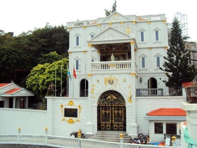 Bảo tàng được đặt tại căn biệt thự với kiến trúc châu Âu rất sang trọng và đẹp mắt