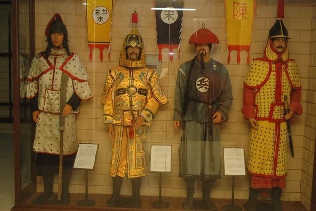 Trang phục và vũ khí của những người lính trong quân đội Trung Hoa qua các thời kỳ khác nhau