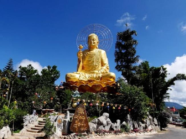Tượng Phật Thích Ca Niêm Hoa Vi Tiếu nổi tiếng ở Đà Lạt