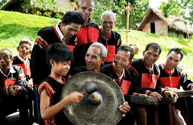 Ta sẽ hiểu thêm phần nào cuộc sống và văn hóa của người dân Đà Lạt thông qua tour cồng chiêng của đồng bào K'Ho Lạch
