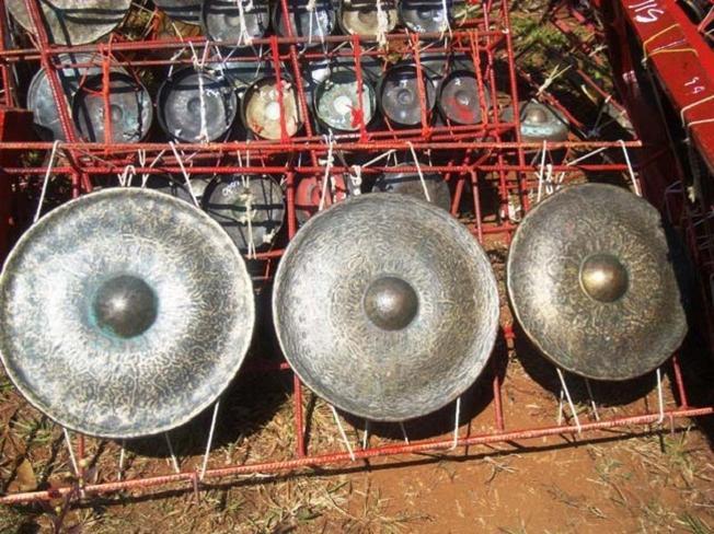 Âm thanh của chiêng trống là một phần không thể thiếu trong lễ hội