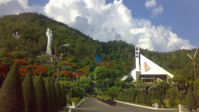 Đức Mẹ Bãi Dâu là điểm thăm quan Vũng Tàu nổi tiếng