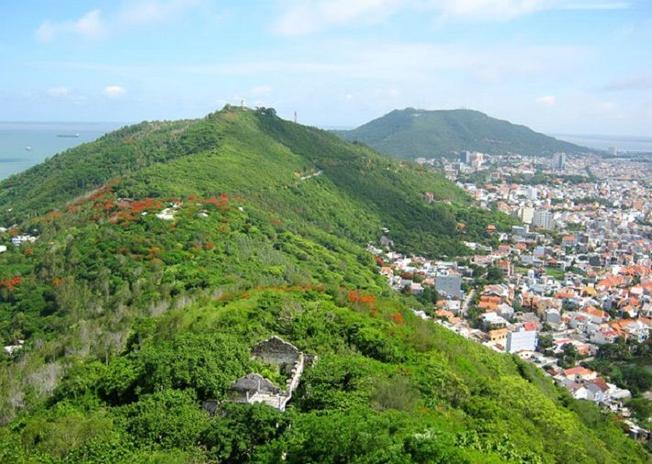 Núi Nứa danh thắng Vũng Tàu được nhiều du khách ghé thăm