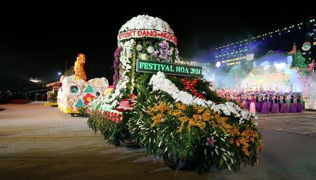 Festival hoa Đà Lạt lần đầu tiên với biểu tượng chú ong vàng