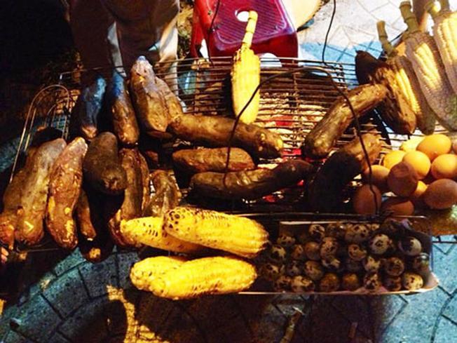 Bắp nướng khoai lang nướng chợ Đà Lạt