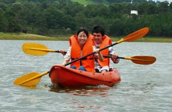 Chèo thuyền hồ Tuyền Lâm