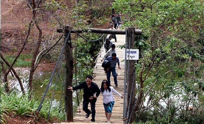 Cầu treo ở Thung lũng Vàng