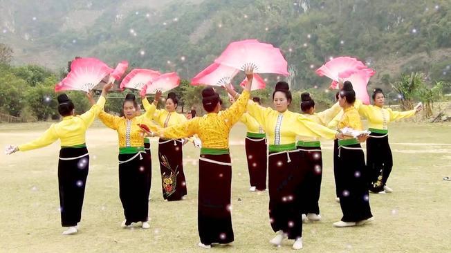Múa xòe nét truyền thống đặc trưng ở địa điểm du lịch Sa Pa