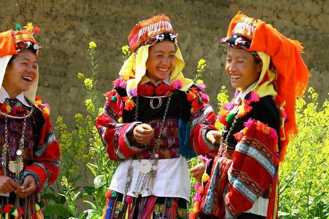 Những bộ trang phục rực rỡ hấp dẫn du khách từ cái nhìn đầu tiên