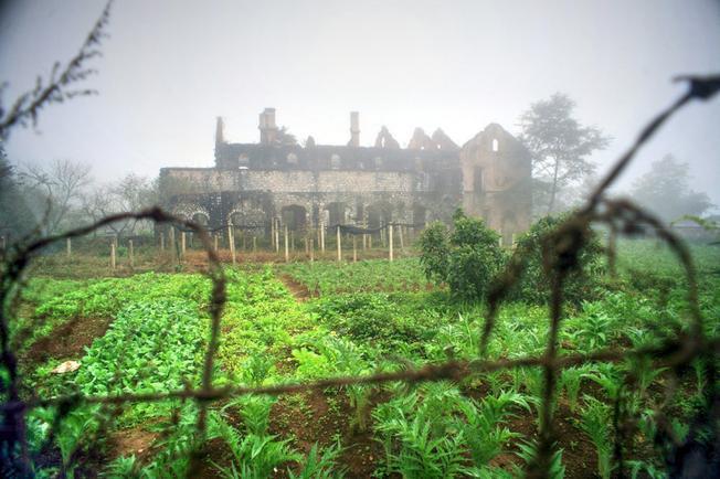 Tu viện cổ kỳ bí trong màn sương mù trên đỉnh núi Sa Pa