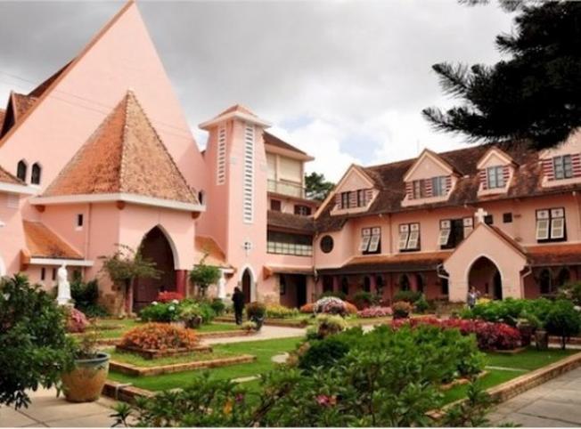 Nhà thờ lãnh địa Đức Bà một trong những điểm du lịch Đà Lạt hấp dẫn