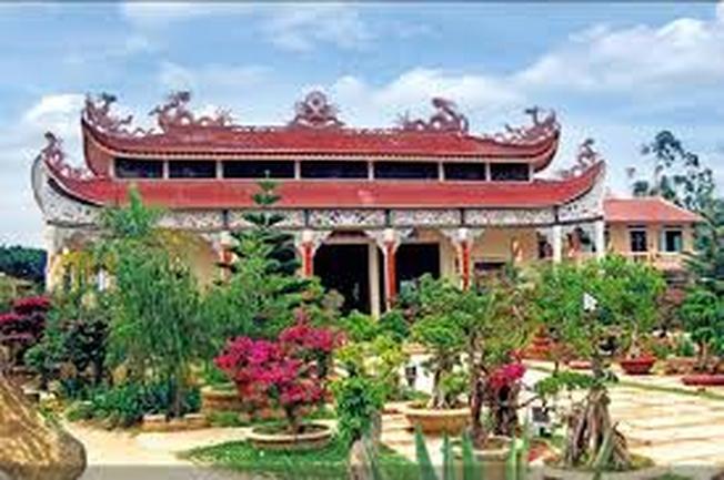 Thiền viện Vạn Hạnh với một trong những thiền viện lớn nhất Lâm Đồng