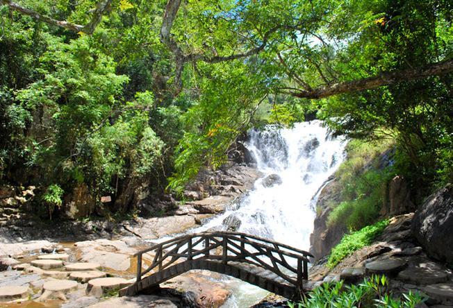 Thác Datala ẩn mình giữ núi rừng xanh thẳm