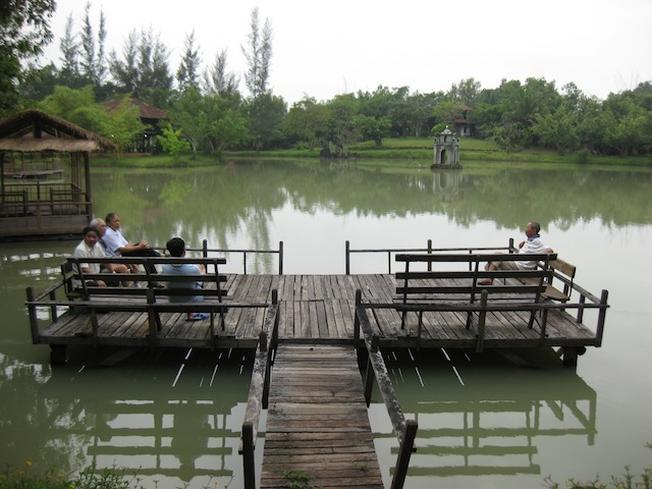 Thư giãn bên hồ và ngắm cảnh tại khu du lịch sinh thái Đa Mê
