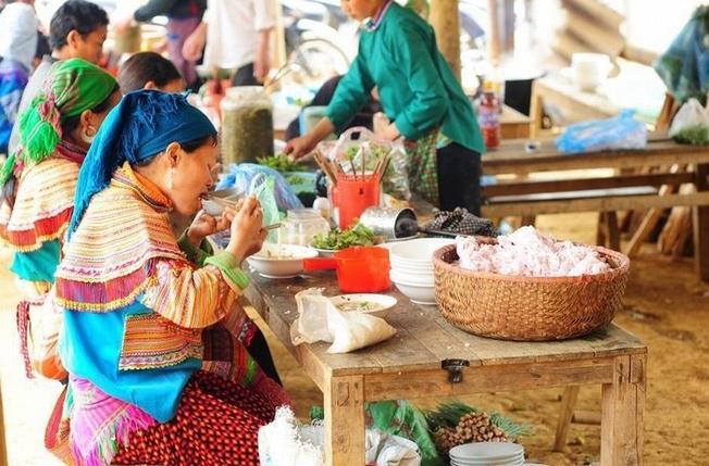 Những món đặc sản Sa Pa được bày bán ở phiên chợ Cán Cấu