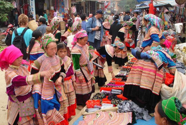 Không khí đông vui, nào nhiệt tại phiên chợ Cao Sơn