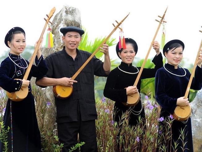Trang phục đơn giản của dân tộc Tày trong những dịp lễ