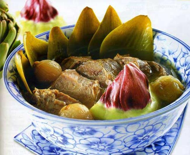 Chân giò hầm Atiso- món ăn bổ dưỡng ở Đà Lạt