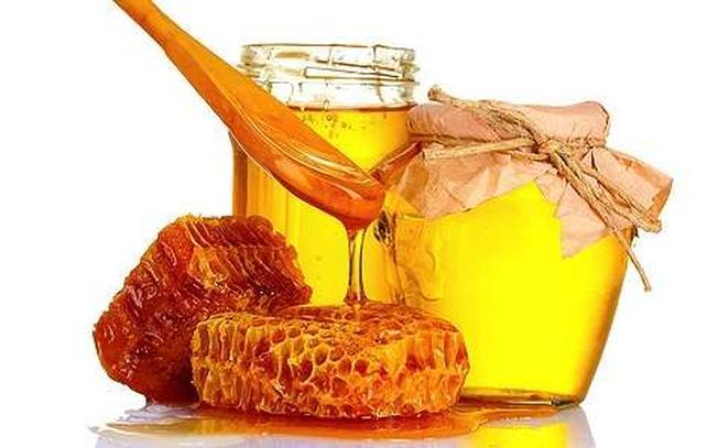 Mật ong một trong những nguyên liệu làm đẹp tuyệt của các chị em