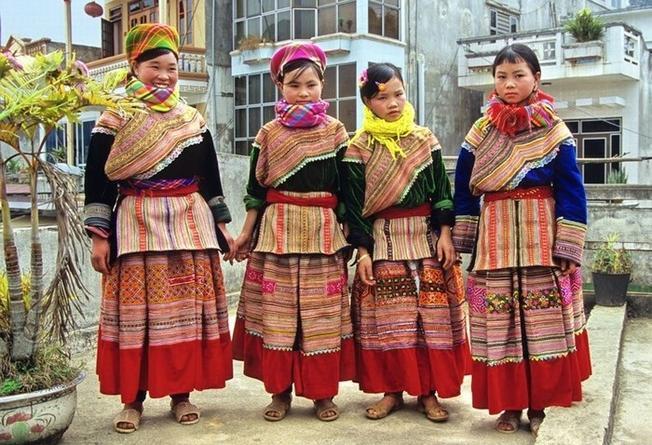 Những cô dâu H'Mông rực rỡ trong người đám cưới